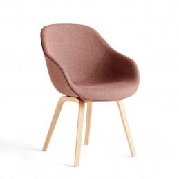 Tapicerowane tkaniną krzesło AAC 123 HAY
