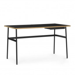 Minimalistyczne biurko Journal Normann Copenhagen