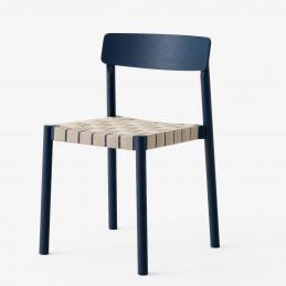 Granatowe krzesło Betty TK1 &Tradition