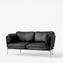 Tapicerowana czarną skórą sofa Cloud LN2 &Tradition