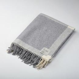 Sprawdzi się także jako ciepły koc -pled pearl grey/white 140x180 take a NAP