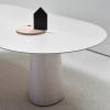 Owalny blat stołu P.O.V. TON 464 w białym kolorze