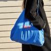 Niebieska Torba na zakupy Tote Bag L z czerwonym logo HAY