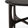 Szczegóły mahoniowego stolika kawowego PI Ethnicraft