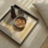 Zastosowanie tacy dekoracyjnej Cinnamon Overlapping Dots Glass S Ethnicraft