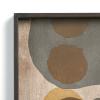 Szczegóły wykonania szklanej wzorzystej tacy w drewnianej obręczy
