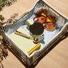 Żółty pojemnik Tin by Sowden w skrzynce HAY